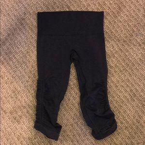 Dark blue cropped Lululemon leggings
